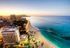 ハワイのビーチの朝焼け