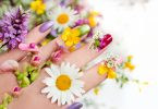 Nail design with flowers.